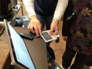 介護デイサービスにICカード導入。下膳してICカードをかざします。